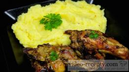 Kreolská marinovaná kuřecí křída s bramborovou kaší