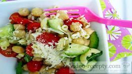Cizrnový salát s okurkou
